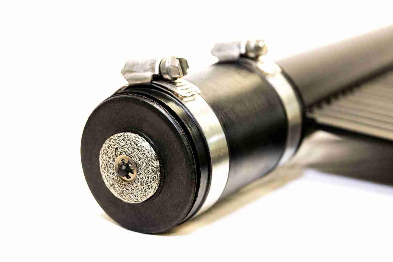 Vacuum relief valve in hose